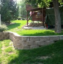 Stone retaining wall